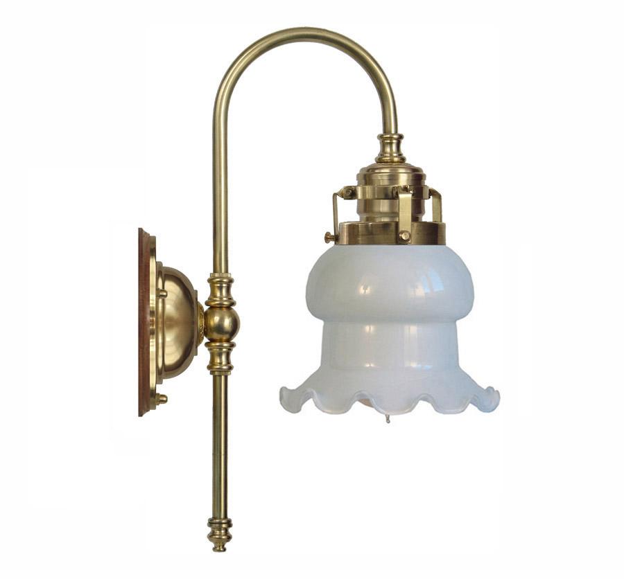 Blomberg 60 mässing med veckad klockskärm (badrumslampa)   1488 ...